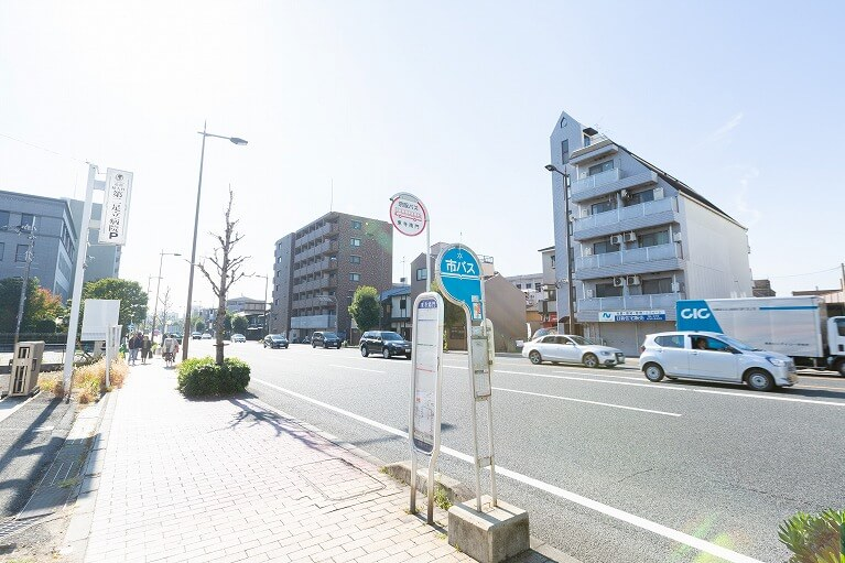 東寺南門前のバス停